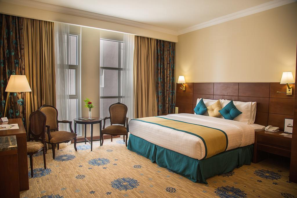 luxury hotel sharjah